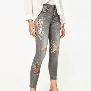 ZARA Gray Floral Skinny Jeans Ripped Knee Size 4